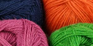 Strickwolle gefärbt